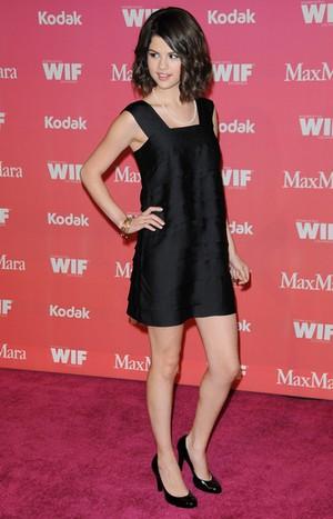 Selena Gomez w małej czarnej (FOTO)