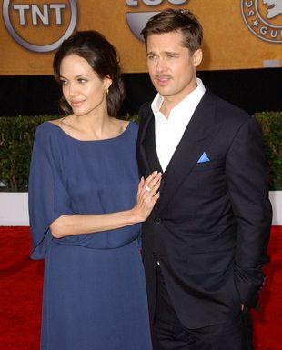 Uśmiechnięta Angelina Jolie