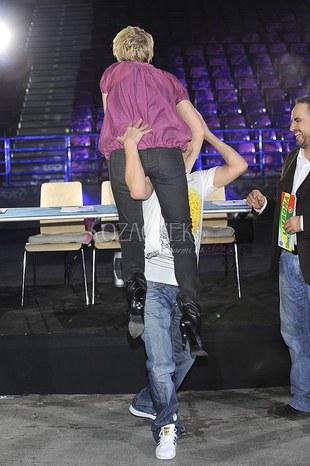 Kogo trzyma Michał Piróg? (FOTO)