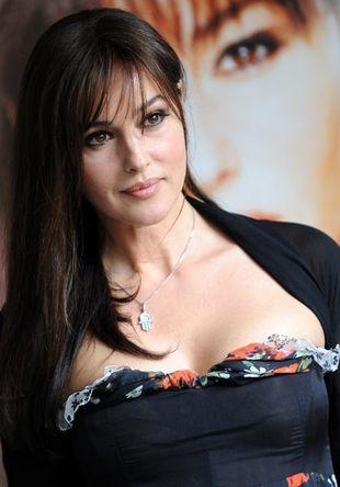 Monica Bellucci pokazuje piersi