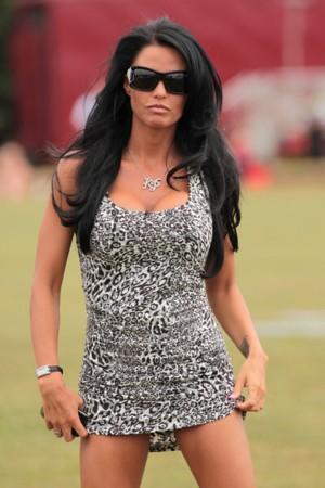 Miss sztuczności Katie Price na turnieju polo (FOTO)