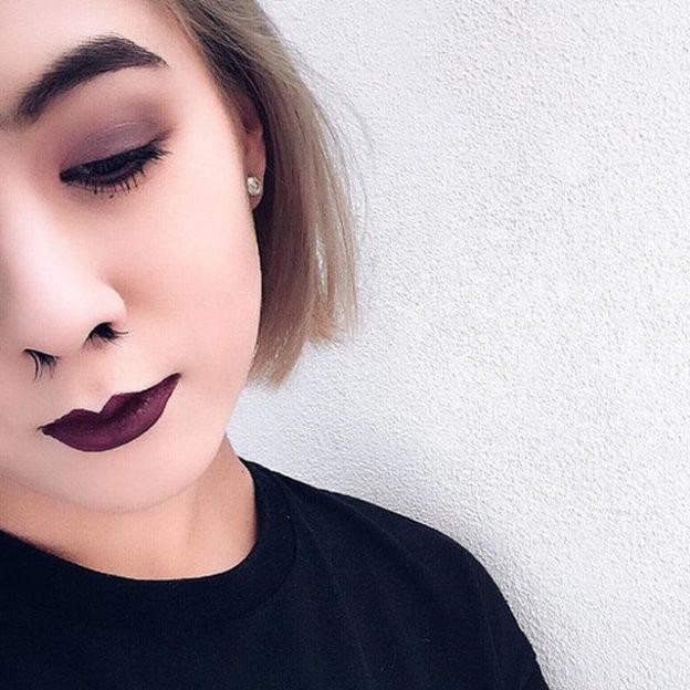 Przedłużanie włosów w nosie - nowy trend na Instagramie