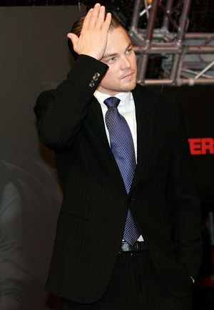 Leonardo DiCaprio odpoczywa otoczony pięknościami
