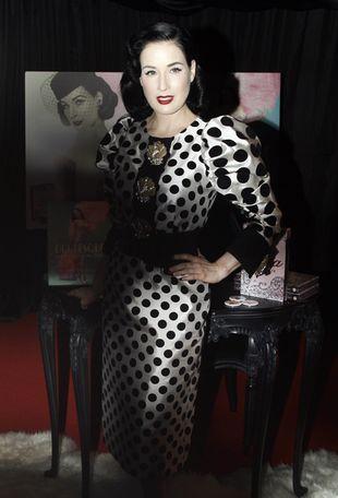 Dita Von Teese pozostaje wierna swojemu stylowi (FOTO)