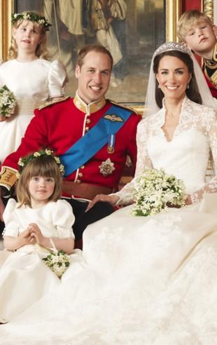 Różowa gąsienica na ślubnym zdjęciu Księcia Williama i Kate