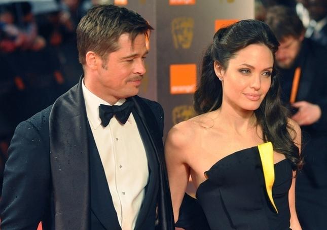 Angelina Jolie nie lubi swoich piersi