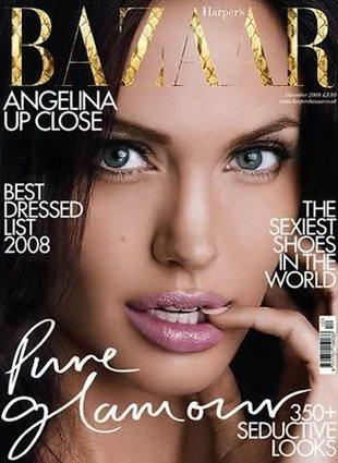 Pełny makijaż, elegancki kostium, czyli Jolie na planie