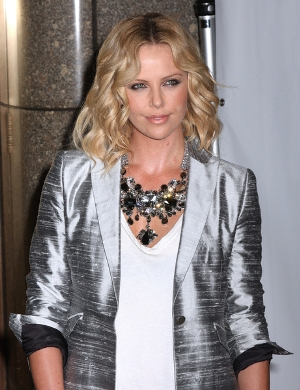 Charlize Theron i problem z zegarkiem