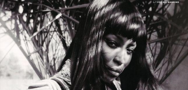 Czarno - biała Naomi Campbell w magazynie POP (FOTO)