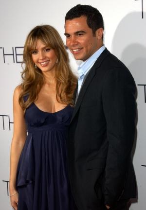 Jessica Alba z mężem na salonach