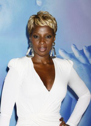 Mary J. Blige w seksownej bieli (FOTO)