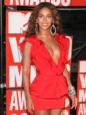 Beyonce w soczystej czerwieni (FOTO)