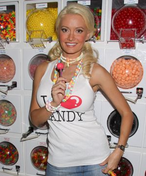 Holly Madison liże ogromnego lizaka (FOTO)