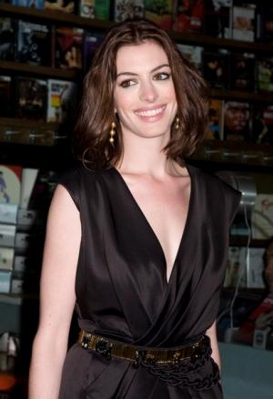 Anne Hathaway bierze przykład z Posh