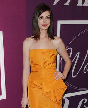 Anne Hathaway w pięknej pomarańczy (FOTO)
