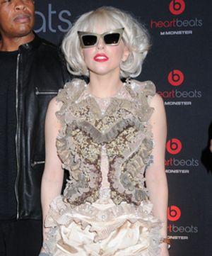 Lady GaGa promuje słuchawki HeartBeats (FOTO)