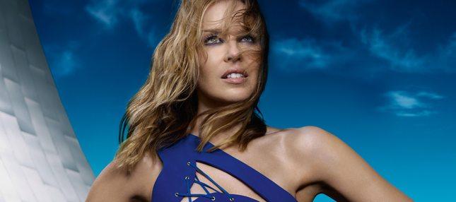 Zmysłowa Kylie Minogue w błękitach i kobaltach (FOTO)