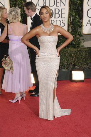 Beyonce w lśniącej, opinającej sukni