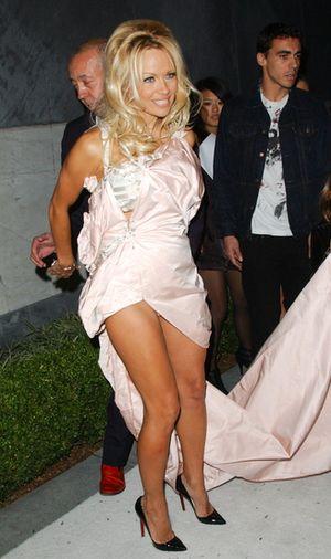 Pamela Anderson w kultowym stroju pani ratownik (FOTO)