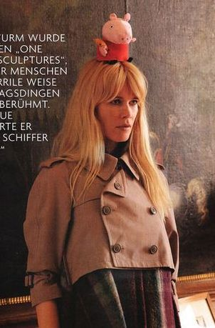 Claudia Schiffer i sesja z poczuciem humoru (FOTO)
