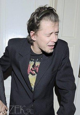 Bartosz Obuchowicz w opasce na włosach (FOTO)
