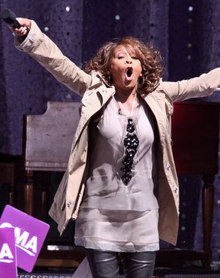 Promotor trasy Whitney Houston tłumaczy jej kiepską formę