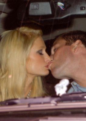 Samochodowe czułości Paris Hilton i Douga Reinhardta (FOTO)