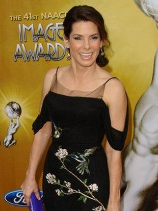 Sandra Bullock w sukience od McQueena (FOTO)