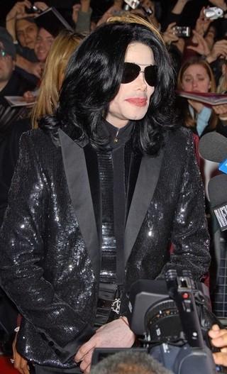 Michael Jackson w momencie śmierci leżał z lalką