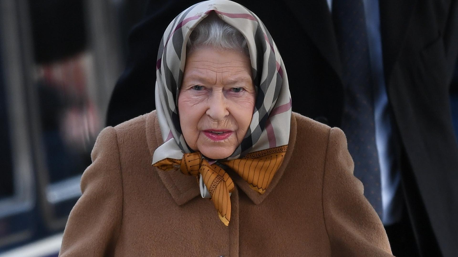 Królowa Elżbieta ewakuowana z Londynu? Jest niebezpiecznie