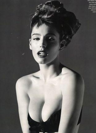 Kelly Brook w seksownej sesji (FOTO)