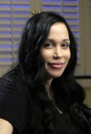 Angelina Jolie pomoże mamie czternaściorga dzieci?
