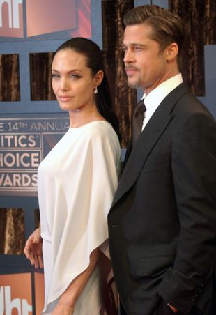 Brad Pitt i Angelina Jolie w miłosnym uścisku (FOTO)