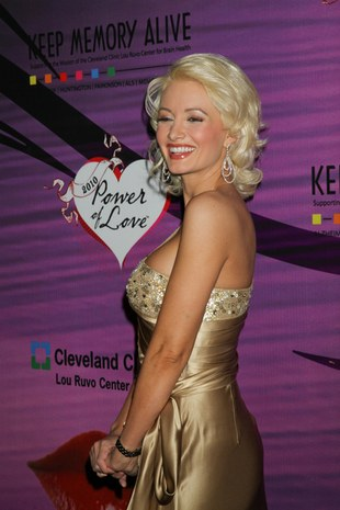 Holly Madison z twarzą Marilyn Monroe (FOTO)