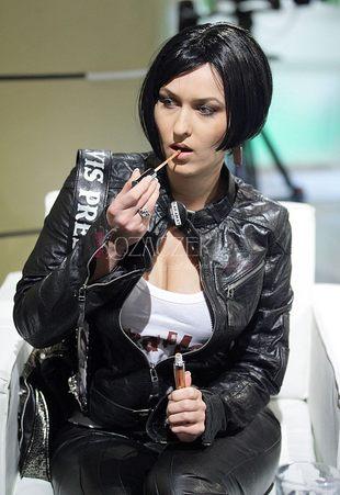 Sara May promuje się w publicznej telewizji (FOTO)