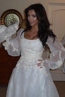 Kim Kardashian w sukni ślubnej (FOTO)