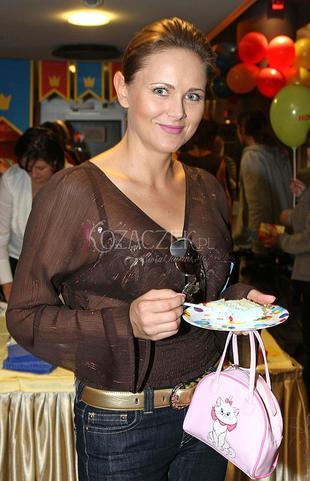 Anna Samusionek pokazuje biustonosz