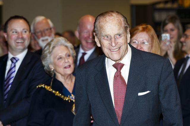 Książę Filip jeździ bez zapiętych pasów. Dwa dni po wypadku!