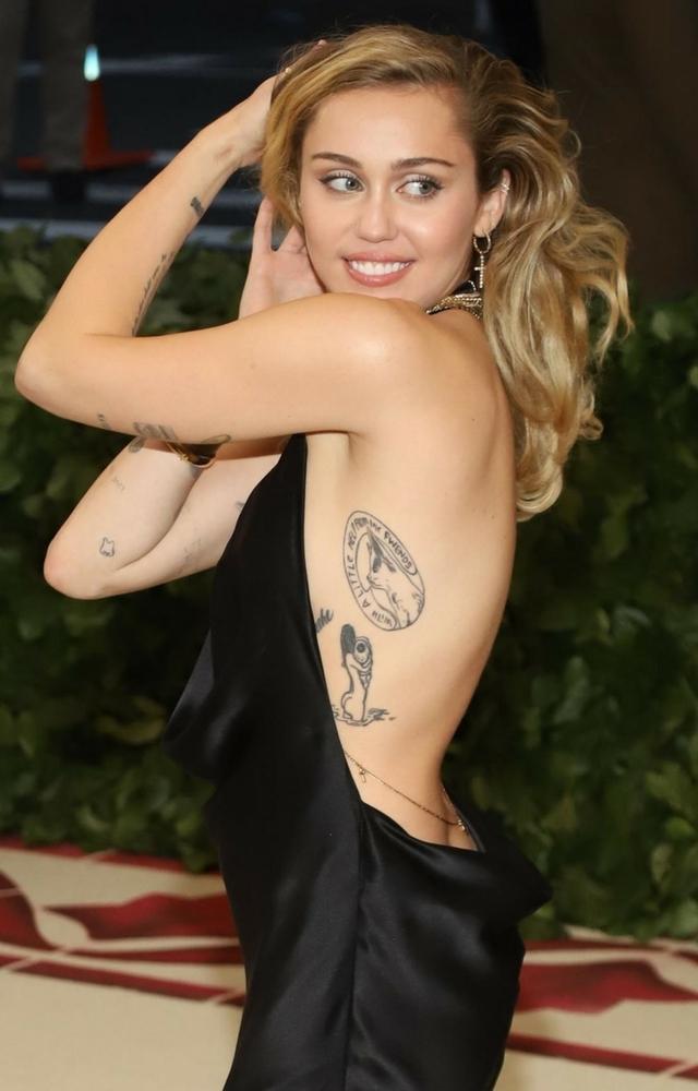 Prawie NAGA Miley Cyrus na MET GALI! Zaliczyła wpadkę?