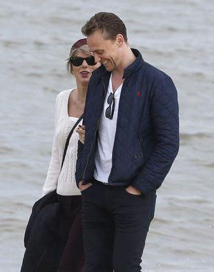 Tom Hiddleston nie wytrzymał i zapytany o Taylor Swift, odpowiedział…