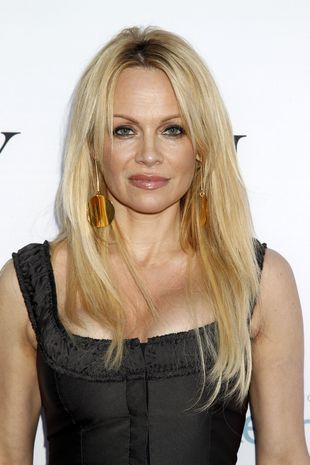 Dwie plastikowe blondynki spotykały się na salonach (FOTO)