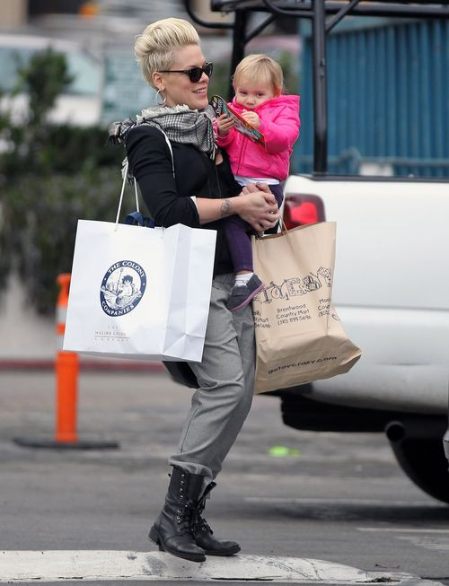 Pink z córką na przedświątecznych zakupach (FOTO)