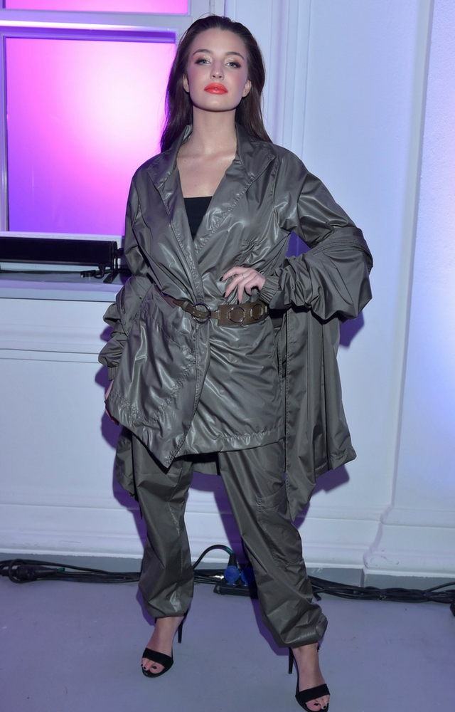 Okropna stylizacja Julii Wieniawy! Aktorka zaliczyła WPADKĘ