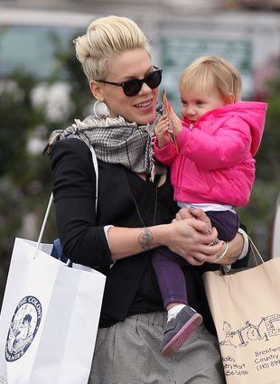 Pink na przedświątecznych zakupach (FOTO)