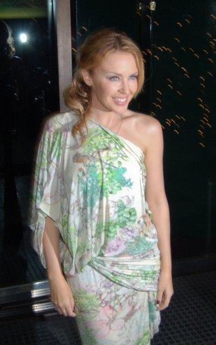 Kylie Minogue - słodka kokietka podbija Hollywood (FOTO)