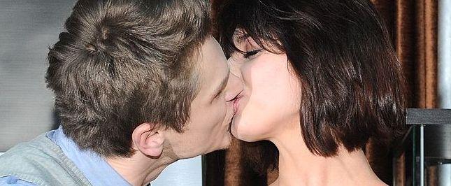 Z kim całuje się Julia Kamińska? (FOTO)