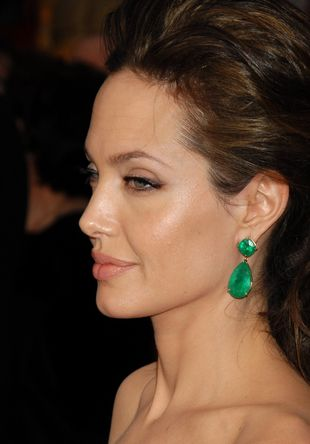 Angelina Jolie naga i karmiąca w centrum Oklahoma City