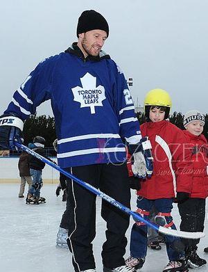Mariusz Czerkawski uczy dzieci hokeja (FOTO)