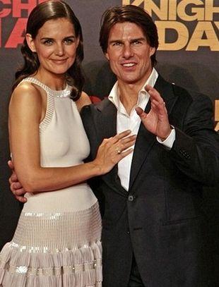 Tom Cruise podbiera żonie produkty do makijażu