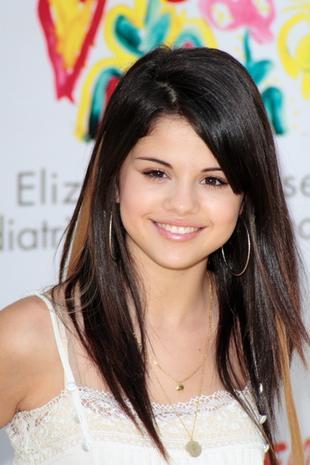Selena Gomez zdetronizuje Miley Cyrus?